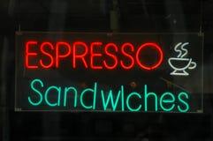 Immagine al minuto di un segno al neon del ristorante Fotografia Stock Libera da Diritti