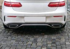 Immagine alta vicina dei tubi di scarico dell'automobile immagine stock