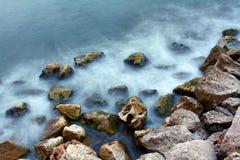 Immagine astratta delle rocce e del mare Fotografie Stock Libere da Diritti