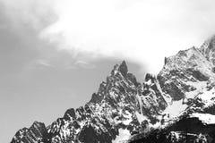 Immagine in bianco e nero di una montagna alta sulle alpi italiane Fotografia Stock Libera da Diritti