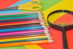 Immagine colorata delle matite nel complesso Matite colorate luminose Immagine Stock