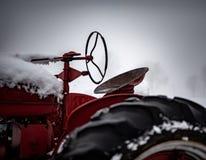 Immagine colorata di vecchio trattore Seat fotografia stock