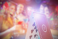 Immagine composita 3d degli amici felici con i cocktail Immagini Stock Libere da Diritti