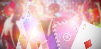 Immagine composita 3d degli amici sorridenti che ballano sulla pista da ballo Immagine Stock Libera da Diritti
