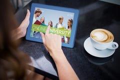Immagine composita 3d degli studenti sorridenti all'università Immagine Stock Libera da Diritti
