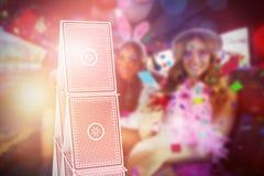 Immagine composita 3d del ritratto degli amici femminili che bevono i cocktail Fotografia Stock Libera da Diritti