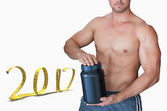 immagine composita 3D del ritratto della bottiglia senza camicia della tenuta dell'uomo Immagine Stock
