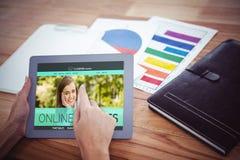 Immagine composita 3d dell'immagine composita dell'interfaccia di e-learning sullo schermo Immagine Stock