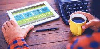 Immagine composita 3d dell'immagine del grafico di computer dell'interfaccia di e-learning sullo schermo Immagini Stock Libere da Diritti