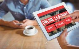 Immagine composita 3d dell'immagine generata da computer dell'interfaccia di e-learning sullo schermo Fotografia Stock Libera da Diritti