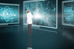 Immagine composita 3d della condizione bionda di medico Fotografia Stock