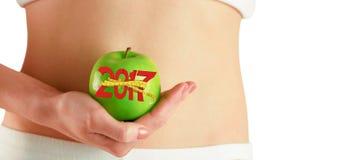 immagine composita 3D della donna esile che tiene mela verde Fotografia Stock Libera da Diritti