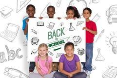 Immagine composita degli allievi elementari che mostrano carta Fotografie Stock Libere da Diritti