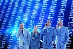 Immagine composita degli impiegati che per mezzo del loro telefono cellulare Fotografia Stock Libera da Diritti
