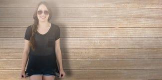 Immagine composita degli occhiali da sole d'uso sorridenti del modello che allungano cima Immagine Stock Libera da Diritti