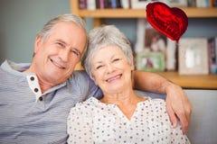 Immagine composita dei cuori senior 3d dei biglietti di S. Valentino e delle coppie Immagine Stock Libera da Diritti