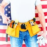 Immagine composita dei guanti e del martello della tenuta del tecnico Fotografie Stock