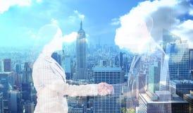 Immagine composita dei partner futuri che stringono le mani Immagini Stock
