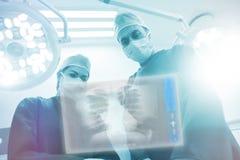 Immagine composita dei raggi x del petto umano su superficie digitale 3d Fotografie Stock Libere da Diritti
