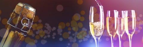 Immagine composita dei vetri pieni di champagne e di uno che sono riempiti Fotografia Stock Libera da Diritti