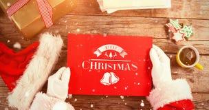 Immagine composita del Babbo Natale che tiene un cartello rosso Fotografie Stock Libere da Diritti