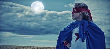 Immagine composita del costume d'uso del supereroe del ragazzo royalty illustrazione gratis
