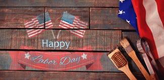 Immagine composita del distintivo felice del testo di festa del lavoro con le bandiere Fotografie Stock
