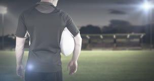 Immagine composita del giocatore di rugby che tiene una palla di rugby Fotografie Stock Libere da Diritti