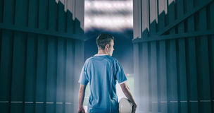 Immagine composita del giocatore di rugby che tiene una palla di rugby 3D Fotografie Stock