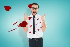 Immagine composita del giovane geeky che mostra i pollici su Fotografia Stock