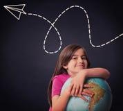 Immagine composita del globo sorridente della tenuta dell'allievo sveglio Fotografia Stock Libera da Diritti