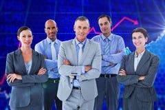 Immagine composita del gruppo di affari che lavora felicemente insieme sul computer portatile Immagine Stock