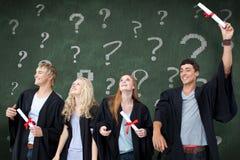 Immagine composita del gruppo di persone che celebrano dopo la graduazione Fotografia Stock