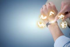 Immagine composita del midsection dell'uomo che per mezzo dell'orologio astuto Immagini Stock Libere da Diritti