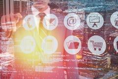 Immagine composita del midsection dell'uomo d'affari che indica 3d Fotografia Stock