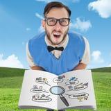 Immagine composita del nerd che mostra un libro immagine stock libera da diritti