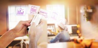 Immagine composita del primo piano delle mani potate che tengono telefono Immagine Stock Libera da Diritti