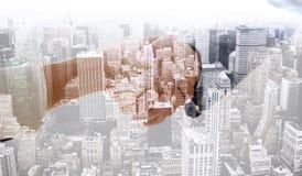 Immagine composita del primo piano di stringere le mani dopo la riunione d'affari Immagine Stock