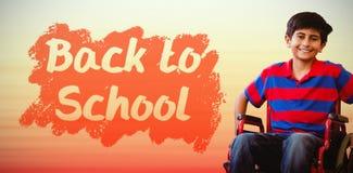 Immagine composita del ragazzo che si siede in sedia a rotelle in corridoio della scuola Immagine Stock Libera da Diritti