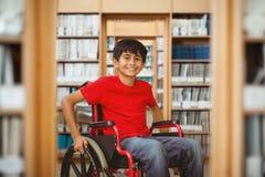 Immagine composita del ritratto del ragazzo che si siede in sedia a rotelle Immagine Stock