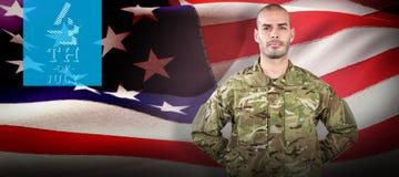 Immagine composita del ritratto del soldato che sta con la parte posteriore della mano dietro immagine stock