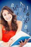 Immagine composita del ritratto di bello studente che legge un libro blu Immagini Stock Libere da Diritti