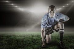 Immagine composita del ritratto di inginocchiamento sicuro dello sportivo e di 3d Immagine Stock