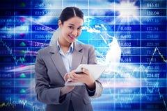 Immagine composita del ritratto di una donna di affari sorridente che per mezzo di un computer della compressa Fotografia Stock Libera da Diritti