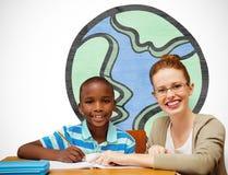 Immagine composita dell'allievo e dell'insegnante felici Immagini Stock Libere da Diritti