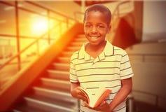 Immagine composita dell'allievo felice con il libro Fotografia Stock