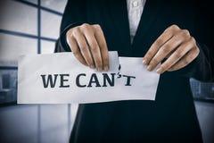 Immagine composita dell'immagine concettuale della donna di affari che strappa una carta che legge smussiamo Immagini Stock Libere da Diritti