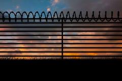Immagine composita dell'immagine digitallly generata di filo spinato sul recinto 3d Fotografie Stock Libere da Diritti