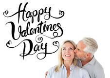 Immagine composita dell'uomo affettuoso che bacia la sua moglie sulla guancia Fotografia Stock