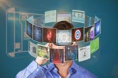 Immagine composita dell'uomo bello con i video vetri virtuali 3d Immagine Stock